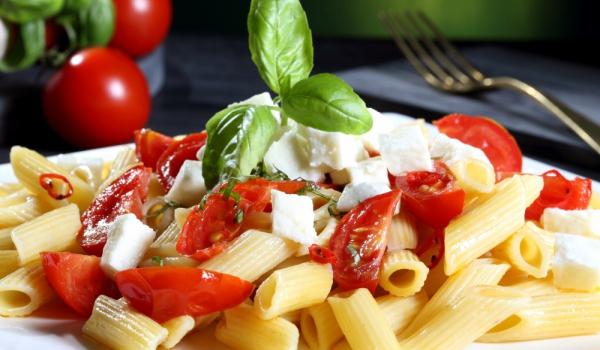 Макарони с чери домати и моцарела