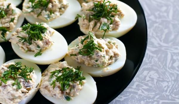 Яйца, пълнени с риба тон