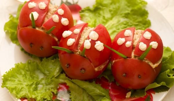 Пълнени домати с пушена риба
