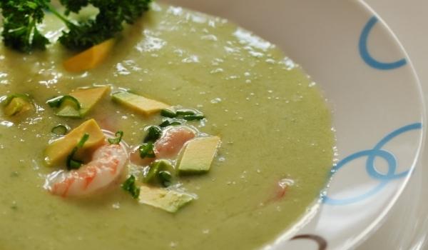 Студена супа със скариди и авокадо