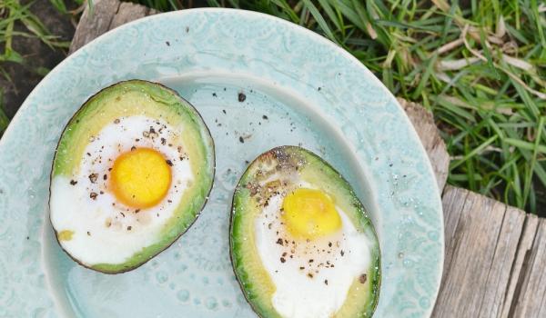 Авокадо с яйца на фурна