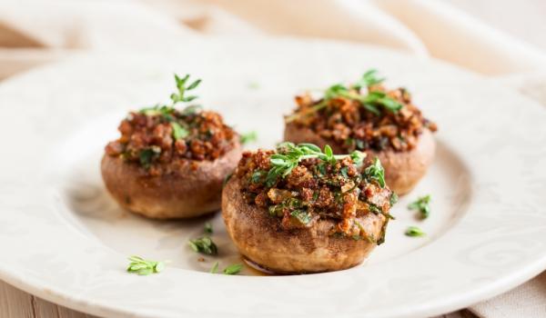 Печурки с мащерка и чесън
