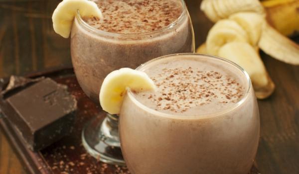 Бананов коктейл със сладолед и какао